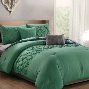 BNWT Queen 5 pieces comforter set